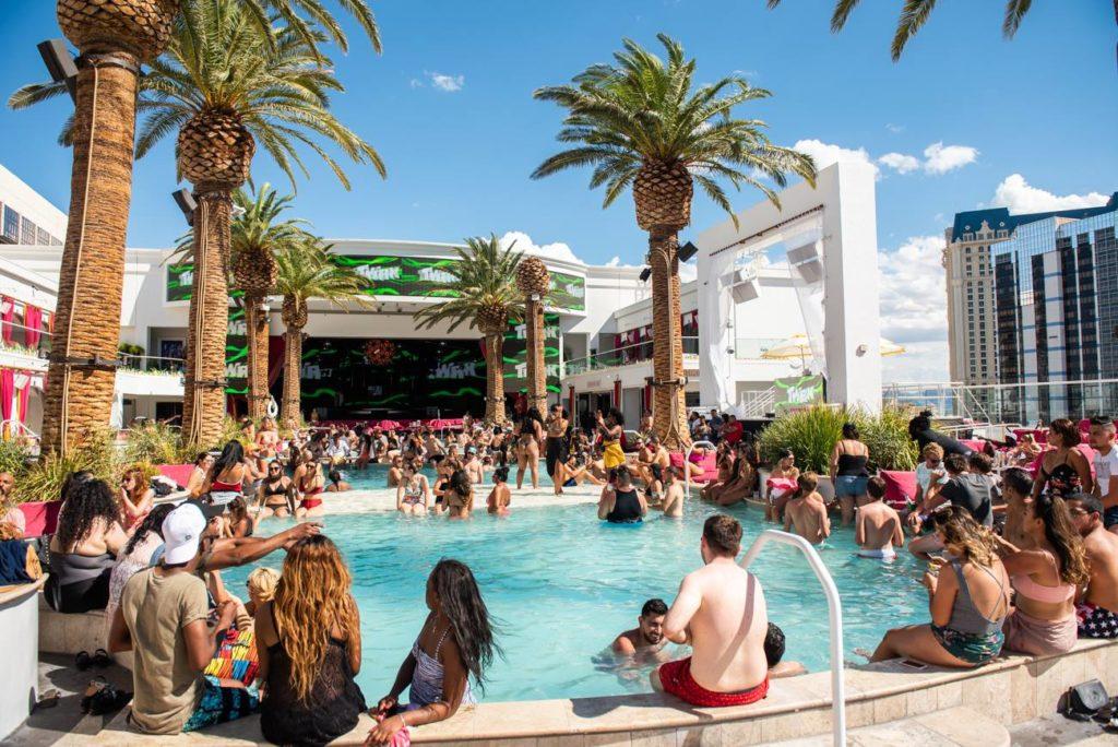 drai's beach club pool party las vegas